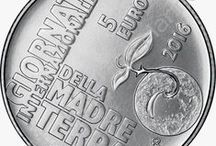 """Cod. 280: Moneta argento """"Madre Terra"""" + divisionale 2016 / Data emissione: 27 giugno 2016 Tiratura massima: 13.000 esemplari Bozzetti: Frantisek Chochola (parte dritto) e Luc Luycx (parte rovescio) Incisioni: Ettore Lorenzo Frapiccini  Moneta Valore: €5,00 Argento fior di conio: 925/000 Peso Legale: gr. 18,00 Diametro: mm. 32 Tiratura massima: 13.000 esemplari  Autore bozzetto (dritto e rovescio): Matt Bonaccorsi Bordo: godronato spesso continuo Prezzo di vendita: €41,00"""