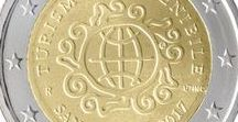 """Cod. 292: moneta 2euro commemorativi """"Turismo sostenibile"""" / Valore: €2,00 Parte esterna: rame–nichel  Parte interna a tre strati: nichel-ottone, nichel, nichel ottone Bordo: zigrinatura fine con """"*"""" e """"2"""" ripetuti 6 volte, alternativamente dritti e capovolti Peso: gr. 8,50 Diametro: mm. 25,75 Spessore: mm. 2,20 Autore bozzetto (dritto): Andrew Lewis Tiratura massima: 70.500 serie fior di conio in blister Prezzo di vendita: €16,00 + IVA vigente per residenti in Italia"""