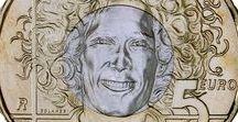 Cod. 291: Marco Simoncelli. Moneta bimetallica €5 fdc / Valore: €5,00 Parte esterna: bronzital Parte interna: cupronichel Bordo: poligonale 16 lati, zigrinatura discontinua Peso: gr. 9,5 Diametro: mm. 27,5 Spessore: mm. 2,15 Autore bozzetti (dritto e rovescio): Maria Carmela Colaneri Tiratura massima: 76.493 esemplari in capsule Prezzo di vendita: €5,00