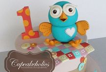 Giggle and hoot cakes