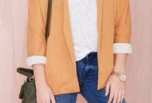 Adorable blazer / Esta adorable prenda que nos saca de tantos apuros, ella y sus mil formas de  ser combinada, con el añadido de que te las puedes poner todo el año , hacen que las puedas comprar en cualquier color... Si sí , nos dan la vida en entretiempo , cuando nunca sabes que narices vestirte, sólo enfundaste unos jeans , con algún complemento añadido y lista ! #modamujer #blazer