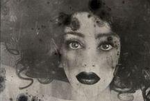 Rimel Neffati et ses autoportraits aux mille visages / œuvres de peintre autant que de photographe