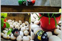 Garden decor with DIY stone painting / Add some character to your garden with colorful bugs, penguins and bumblebees