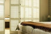 Shutters slaapkamer / Maak van uw slaapkamer een knusse plek met verduisterende en sfeervolle shutters.