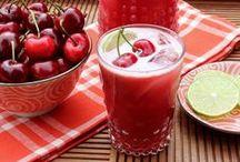 Sabores - Drinks e sucos (refrescos) / A origem do DRINK é bastante remota. Os Drinks são aperitivos que se misturam sucos de frutas aos destilados. O SUCO ou SUMO é um concentrado de fruta. O Néctar e Refresco tem concentração menor de fruta. São bebidas produzidas através do líquido extraído de quase todos os frutos. / by Jardna Juca