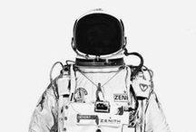 Astro note / Espace::: Combinaison//astronaute//fusée