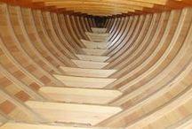 Puuveneala / Oletko kiinnostunut veneenrakentamisesta? Meillä saat puuveneenrakennuksen perusosaamisen. Opit venesuunnittelun perusteet sekä tekemään puurunko- ja kansirakenteita sekä kansivarustelua. Opit myös kone- ja laiteasennuksia sekä veneen sähköjärjestelmien perusteet.