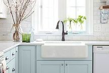 Kitchen / Kitchen design ideas and decor to create a beautiful, pretty and inspiring kitchen. We can't go past white kitchens, with farmhouse sinks, and marble countertops.