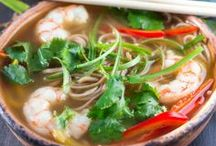 Wholesome Soups and Chowders / Satisfying Nutritious Soups that you will be pleased to serve.