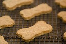 Homemade Dog Treats / Recipes for homemade dog treats.