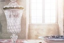 """Barockfesten / Från 6 juni till 27 september 2015 pågår utställningen """"Barockfesten"""" på Skoklosters slott. I Kungssalen visas en installation som är inspirerad av fredsbanketten i Nürnberg, 1649, där Skoklosters slottsherre Carl Gustaf Wrangel deltog. I Brahematsalen på samma våningsplan visas skådebordet """"Barockfesten – en tillställning med flera bottnar"""" av måltidsformgivaren Lars Eriksson.  Här visar vi några av föremålen som finns med i Barockfesten."""