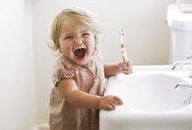 Child development - Vývoj dítěte / Vývoj dítěte aneb z novorozence předškolákem. Dítě se vyvíjí každým dnem a jeho období vývoje do školního věku jsou rozdělena do 4 vývojových období: novorozenec, kojenec, batole a předškolní věk. V dalších letech se dítě nachází v období školáka, poté puberťáka a posledním obdobím dětského dospívání je období adolescence.
