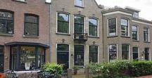 IN DE VERKOOP / Op dit bord worden onze woningen aangeboden die wij te koop hebben staan. Interesse in 1 van de woningen? Neem dan contact met ons op via 072-5114318 of stuur ons een mail: informatie@leygraafmakelaars.nl