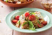 Pasta / Met pasta kun je eindeloos variëren. Van penne tot spaghetti en van traditionele macaroni tot lasagne.