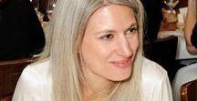 Ideias de Makeup para cabelos cinza, prata, grisalhos, brancos... / Makes de pegada natural ou de festa para inspirar as adeptas dos cabelos cinza, prata, grisalhos, brancos...