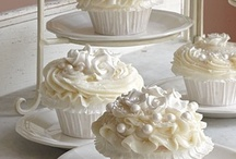 Wedding Cupcakes / Gorgeous cupcakes for the wedding or bridal shower, in formal bridal white and in fun and flirty colors, plus beautiful vintage-inspired designs