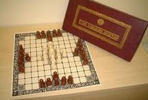 Hnefatafl Around the World / Pictures of beautiful and interesting hnefatafl games from around the world.  These sets are the sets that people are using to play the game today.