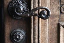 maniglie, pomelli, serrature ,chiavi.....