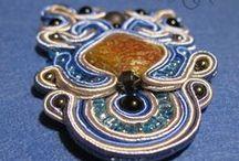 Soutache / Ręcznie wykonana biżuteria artystyczna tworzona techniką haftu sutasz (soutache) - tworzona z pasją i szczególną starannością. Niektóre zawieszki i kolczyki można kupić na http://olx.pl/oferty/uzytkownik/1wLKx/ Wykonuję biżuterię również na zamówienie. Jeśli masz pytania - pisz. Zapraszam wszystkich do przeglądania, komentowania, lubienia i noszenia biżuterii soutache.