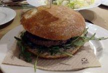 Hamburguesas en Zaragoza / Porque hay hamburguesas que sí y hamburguesas que no, nos hemos 'sacrificado' y hemos probado muchas, pero muchas, muchas, para encontrar las mejores de Zaragoza.
