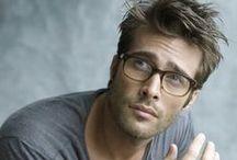 Men with glasses and sunglasses. ( Mężczyźni w okularach )