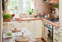 Ideen für eine kleine Küche / Wer nach dem gängigen Klischeebild eines Einpersonenhaushaltes geht, der sieht die Singleküche in keinem guten Licht. Denn Singles kochen kaum, greifen meist auf kalte Speisen oder Fast Food zurück. Was unter anderem an den meist kleinen, wenig einladenden Singleküchen liegen könnte. Dabei gibt es Ansätze, um auch mit wenig Raum wirklich schöne Küchen umzusetzen, die für kleine Haushalte perfekte Wohnküchen abgeben.  Mehr Infos unter: www.moderne-kueche.com/kueche/singlekueche
