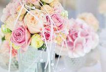 BRAUTSTRAUß IDEEN / Lass dich von Brautstrauß Varianten inspirieren, ob klassisch, elegant oder Extravagant. Mit bunten Blumen, Blumen der Saison, im Tiffany Stile, Brautbouquet in Rosa oder Rot.   #Brautstrauß #Hochzeit #Braut_Strauß #klassischer_Brautstrauß #bunter_Brautstrauß #eleganter_Brautstrauß #Rose #Rot #extravagant #bridal #bouquet #flower #wedding