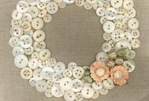 Christmas & Holiday Buttons / Take a look at these do it yourself button crafts for the holidays!