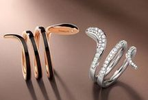 Damiani Eden / Damiani Eden is the collection featured by movement and exquisite style. Rings, earrings and bracelets live in new, multiple variations, all distinguished by a modern, exclusive design. The collection is in two versions – one combines black ceramic with pink gold, and the other unites the various colors of white, burnished and pink gold with matching diamonds, in perfect Damiani style.