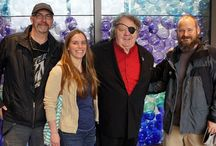 Dale Chihuly / Hilltop Artists was established in 1994 with the help of celebrated glass artist Dale Chihuly.