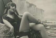 FLAPPER - New woman of the Roaring Twenties / In the Twenties in the USA, women entered a completely new universe. Discover more about it on my blog http://theoldshelter.com/