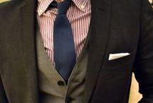 Ideoita solmion, taskuliinan, rusetin käyttöön sekä muu miesten ja poikien pukeutuminen osaksi arkea ja juhlaa.  / Kuinka miehet voivat rikastuttaa pukeutumistaan solmioilla, ruseteilla, taskuliinoilla ja kalvosinnapeilla.