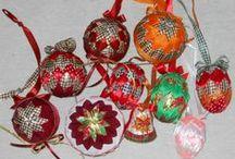 AT / Vánoční dekorace, velikonoční, fusing, keramika, smalt, tifany, raku, tvorba šperků z vlastnoručně točených korálů, korálky, drátkování, ubrousková technika, pletení pediku, malování hedvábí