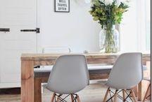 SIT DOWN, PLEASE. / Eames. Mein Traumstuhl. In jeder Farbe, Form und Zeit. Das zeitlose Design übersteht Jahrzehnte und sieht immer noch stylisch aus. Und zudem ist der Eames super bequem. Also, sit down please!