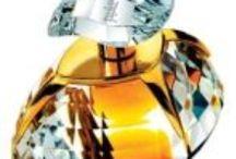 Арабская парфюмерия Ajmal / История парфюмерного бренда  Ajmal начинается с 1951 года. Торговец Хаджи Али Аджмал решил создать духи на основе масла агарового дерева, которым не было аналогов в современном мире. Он был первым, кто разработал процесс извлечения  масла Уд из древесины агарового дерева. И, поэтому, лучшее в мире агаровое масло представлено парфюмерным домом Ajmal. И все роскошные ароматы, созданные этим парфюмерным домом, только высшего качества.
