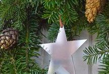 Tähtiä - stars / Kiillotetusta ruostumattomasta teräksestä valmistetut tähtikoristeet, poronnahkanarulla.
