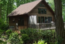 Donna's Diamond / This two bedroom Asheville Cabin is designed for maximum comfort. Upstairs includes a spacious great room and dining room adjoining a fully equipped kitchen. The rock fireplace and special designer touches add to the ambiance of the Cabin. Downstairs include two spacious bedrooms, one with a king bed and the other with two twin beds, There is a full bath on each floor. There is an electric grill on the top deck and a hot tub off the bedrooms on the bottom deck.