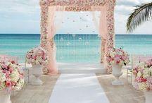 Destination Beach Weddings / Beach Weddings that encapsulate the glamorous theme of being Beach Glam www.beachglam.com