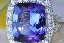Blue Magic / Blue Topaz, Sapphire, Tanzanite, Aquamarine - discover the magic of blue gemstones in all shades. || Blautopas, Saphir, Tansanit, Aquamarin - entdecken Sie den kühlen Zauber blauer Edelsteine.