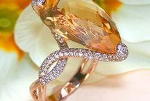Autumn & Jewels / Sick of november rain and autumn blues? Here's some shiny inspiration: Disover the beauty of citrines, brown diamonds, rose quartzes and other gems that shine like golden leaves. *** Find more glamorous jewelry: schmucktraeume.com