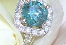Shine Like A Fancy Diamond || Farbige Diamanten / Blue, yellow, green, champagne and more - fancy diamonds have lots of colorful faces. Discover some of their most beautiful facettes! || Blau, gelb, naturbraun, rosa, grün - farbige Diamanten haben viele Gesicht. Entdecken Sie bei uns einige ihrer schönsten Facetten!