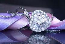 Hearts, Diamonds & Gems | Schmuck im Herz Design / Hearts - not only the symbol of love, but also one of our favorite jewelry designs. <3 | Herzen sind nicht nur das Symbol der Liebe, sie zählen auch zu den beliebtesten Schmuckdesigns. <3