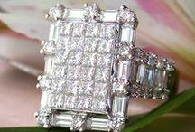 Best of Diamond Rings || Diamanten Ringe / Huge, glamorous, classy, high-end, extravagant, simple, elegant and of course always beautiful - there are many ways to describe our rich collection of diamond rings. || Ob schlichte Eleganz, femininer Charme oder stattliche Extravaganz - unsere exklusive Auswahl an Diamanten und Brillanten Ringen lässt keine Wünsche offen. ** More: http://www.schmucktraeume.com/ringe/diamant-ringe/ **