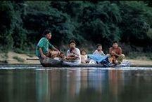 Guyana - Land der Flüsse / Guyana - etwa eine Flugstunde von Trinidad entfernt -  ist zwar arm an Resourcen, dafür aber umso reicher an Naturschätzen und indianischer Kultur. Nur wenige Küsten und Flußufer sind etwas dichter bevölkert, vorwiegend von Afrikanern und Indern. Der weite Landesinnere aber ist fast vollständig bewaldet und von Indianerstämmen der Caribs und Arawaks besiedelt.