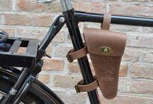 Fahrradtaschen / Auf Deiner nächsten Tour hast du garantiert alles dabei, mit unseren robusten Fahrradtaschen aus echtem Leder und praktischem Zubehör.