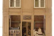 Boutiques miniatures / Façades et intérieurs de boutiques typiquement parisiennes.