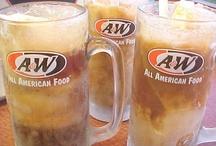 Rootbeer & Soda floats / Découvrez la recette simple et rapide de cette boisson typiquement américaine qu'est le Root Beer Float et ses nombreuses déclinaisons avec d'autres sodas et crèmes glacées. Notre article : http://www.cuisineamericaine-cultureusa.com/recette-simple-et-rapide-des-root-beer-floats-et-ice-cream-floats/
