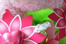 Baby Gifts / Celebrate a new arrival with our baby gifts that offer something for bubs AND the proud new parents! Plush toys are joined by tasty chocolates and even sparkling wine in our popular range of gifts online. Our menagerie of animals includes lambs, owls, penguins, monkeys and classic teddy bears. As with all of our delicious treats, you can have your newborn baby gift delivered across Australia with same-day delivery in Sydney, Melbourne, Brisbane and Adelaide.