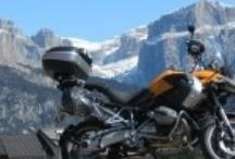 Moto emozioni / Attimi che regalano una particolare emozione a chi viaggia in moto: un tornante impegnativo, una strada mozzafiato, un motoraduno estremo..