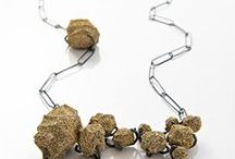 ▲J O Y A S▲ / Joyería contemporánea.  Amo la joyería contemporánea, cuando sea grande voy a ir a aprender!  #jewelry #contemporary #art